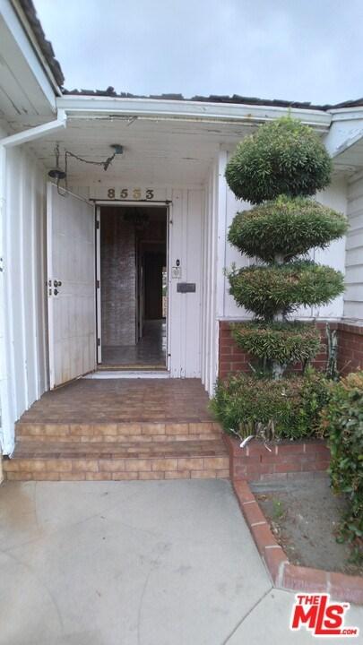 Closed | 8533 Dacosta Street Downey, CA 90240 5