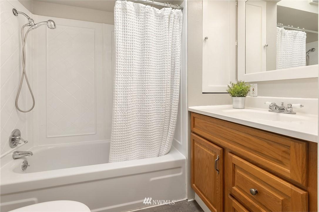 Sold Property | 2530 NE 82nd Street Seattle, WA 98115 20