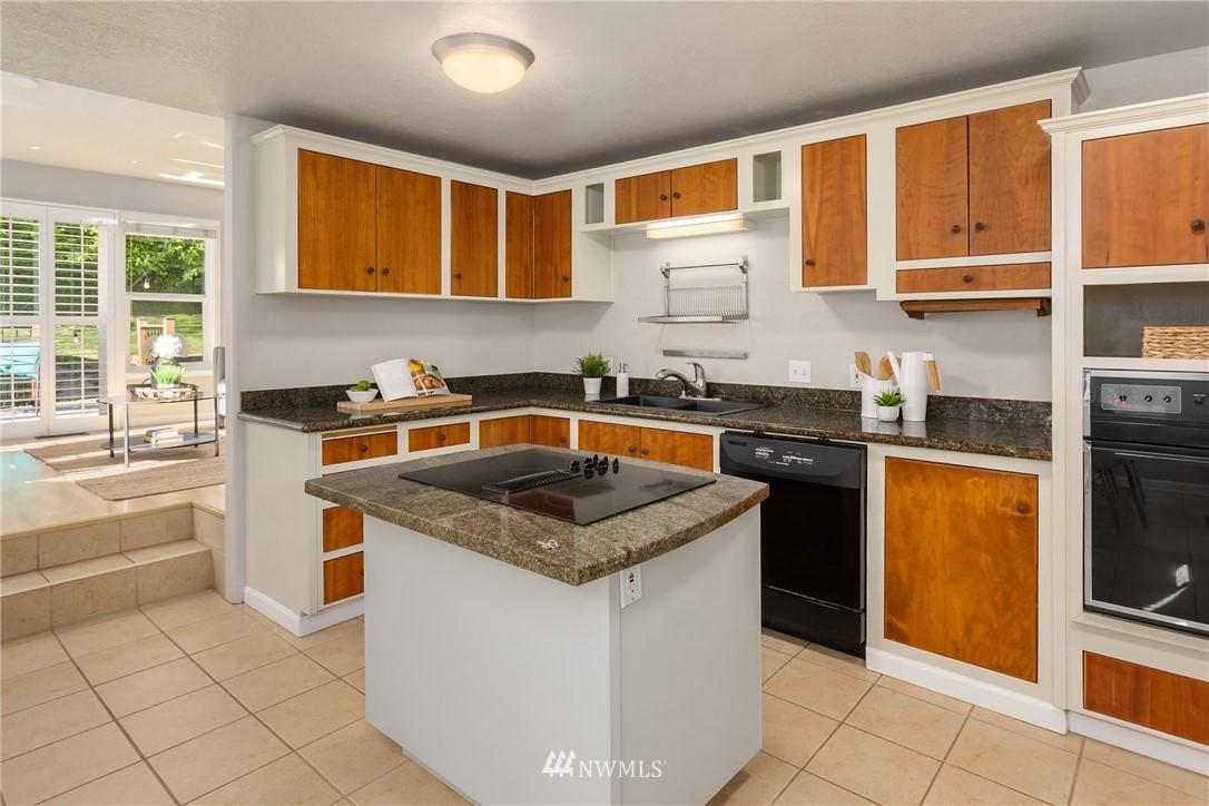 Sold Property | 2530 NE 82nd Street Seattle, WA 98115 8