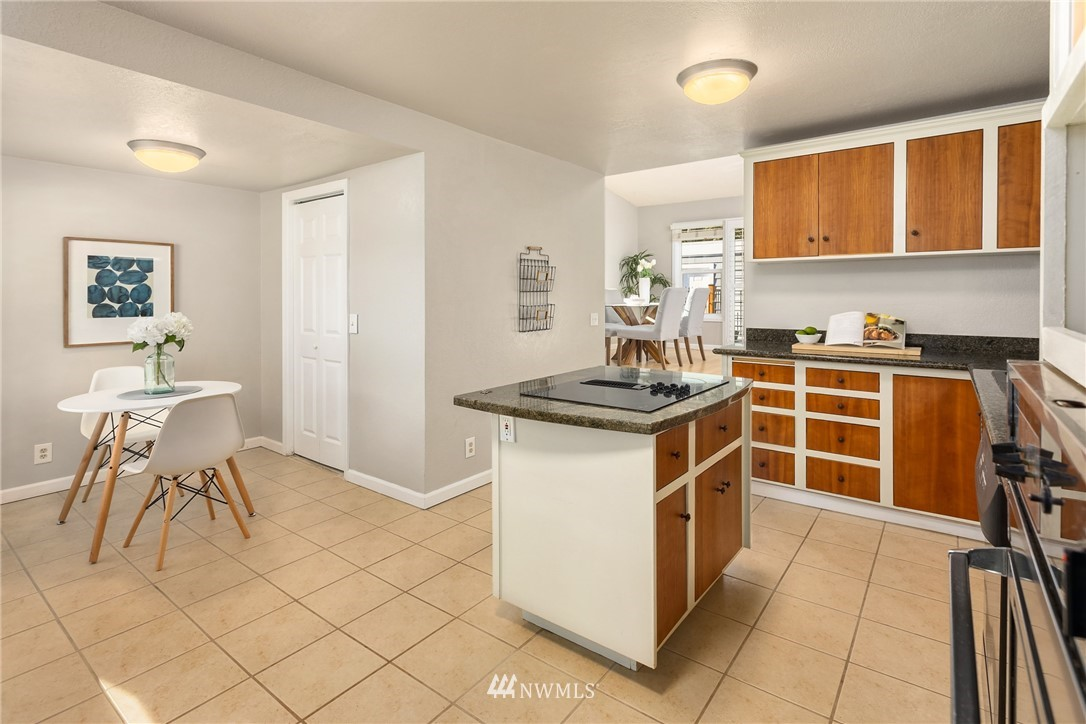 Sold Property | 2530 NE 82nd Street Seattle, WA 98115 11