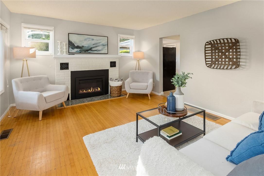 Sold Property | 2530 NE 82nd Street Seattle, WA 98115 4