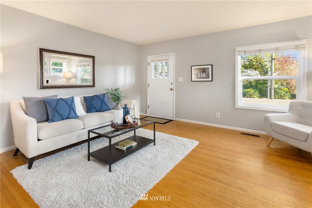 Sold Property | 2530 NE 82nd Street Seattle, WA 98115 5