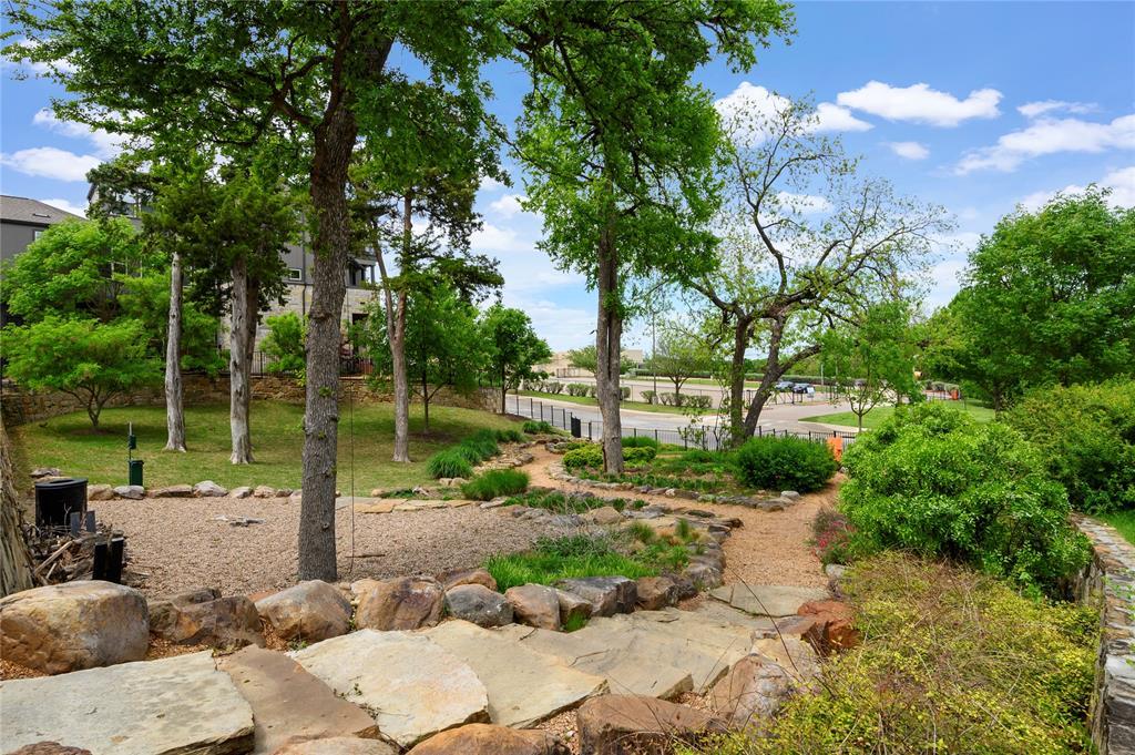 Pending | 750 High Garden Place Dallas, Texas 75208 21