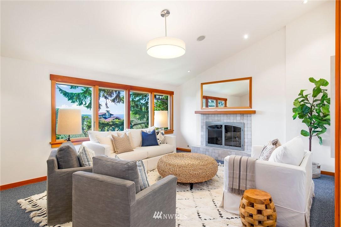 Sold Property | 1314 5th Avenue W Seattle, WA 98119 3