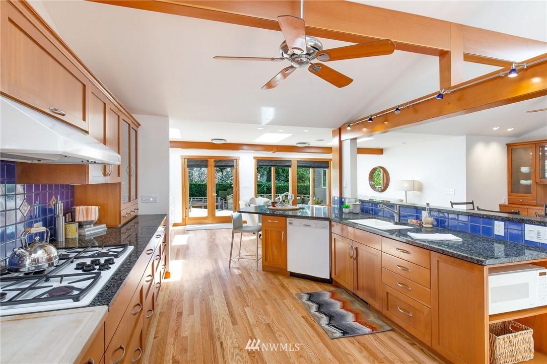 Sold Property | 1314 5th Avenue W Seattle, WA 98119 10