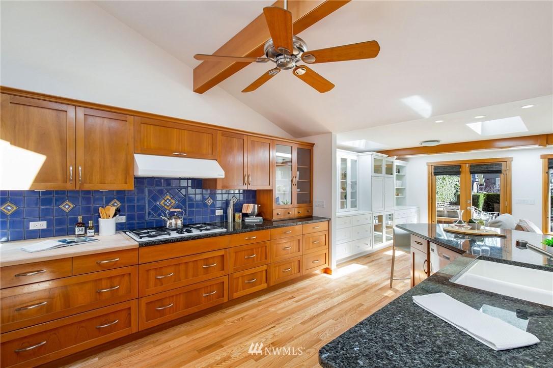 Sold Property | 1314 5th Avenue W Seattle, WA 98119 9