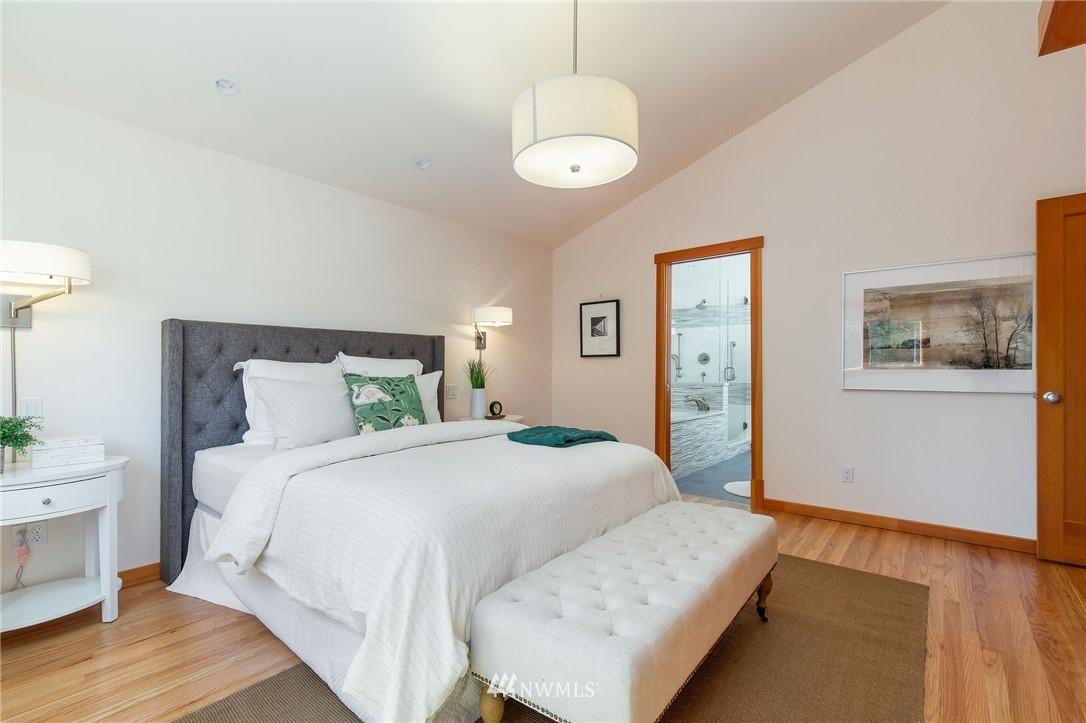 Sold Property | 1314 5th Avenue W Seattle, WA 98119 17
