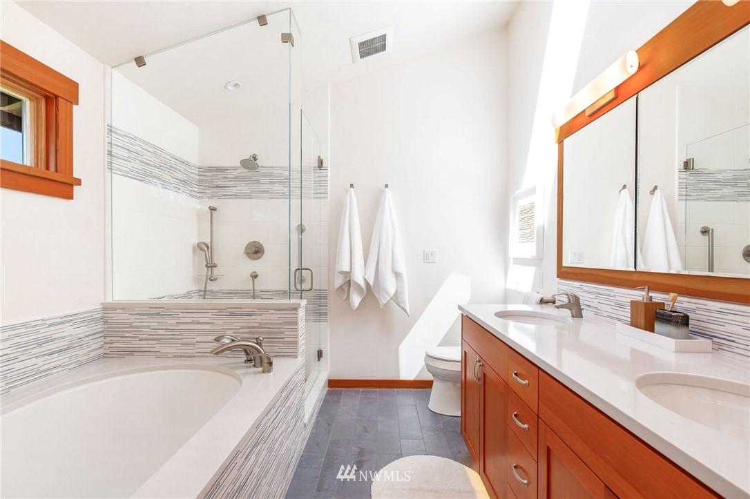 Sold Property | 1314 5th Avenue W Seattle, WA 98119 18