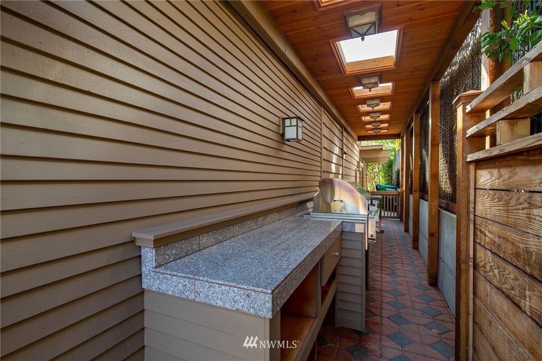Sold Property | 1314 5th Avenue W Seattle, WA 98119 36