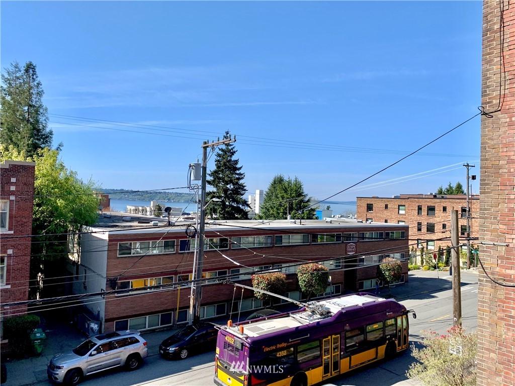 Sold Property   202 W Olympic Place #205 Seattle, WA 98119 26