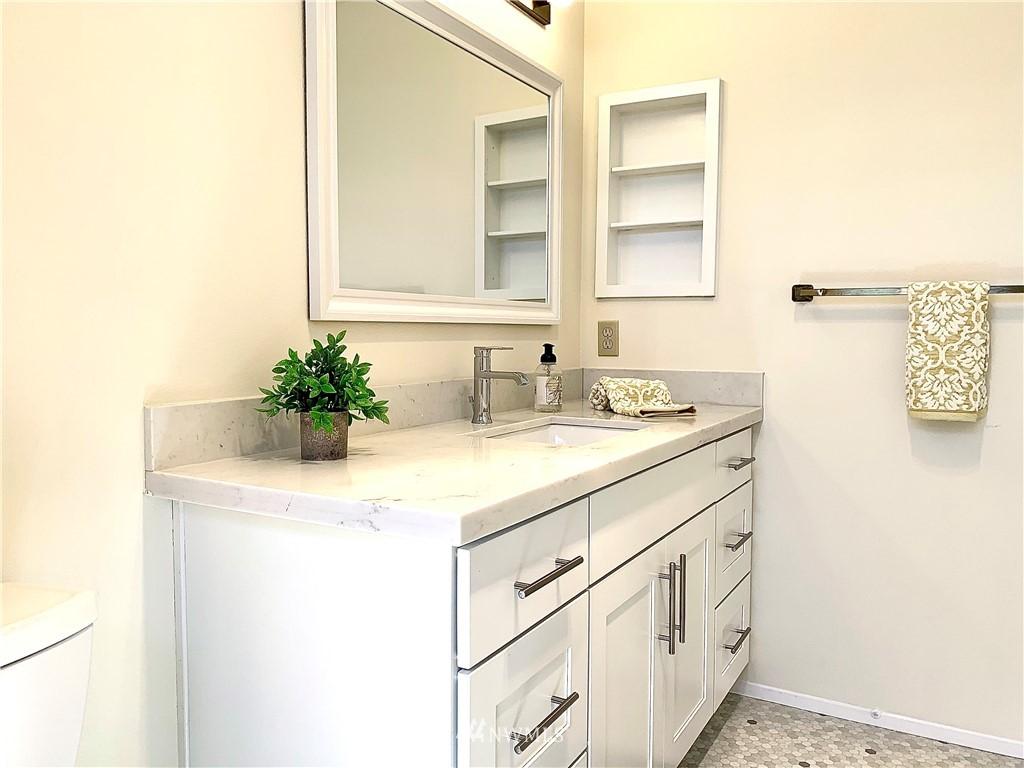 Sold Property   202 W Olympic Place #205 Seattle, WA 98119 16