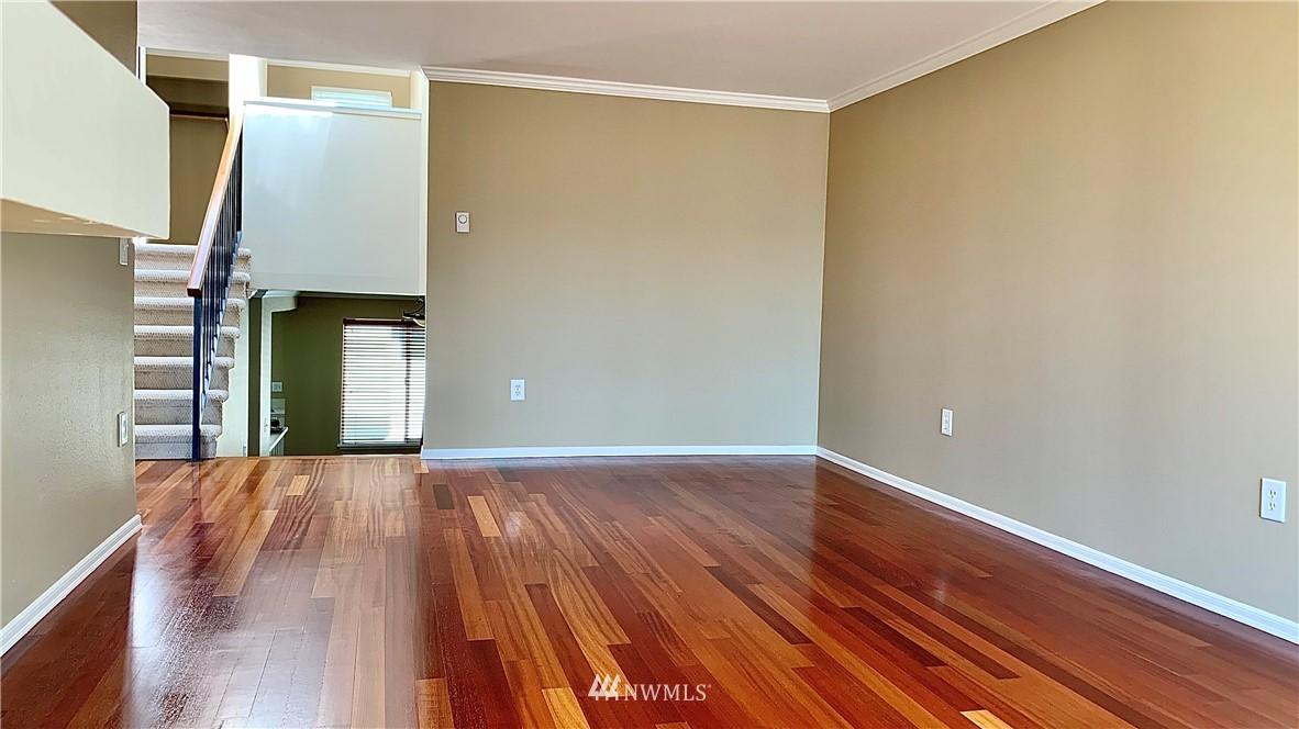 Sold Property   202 W Olympic Place #205 Seattle, WA 98119 28