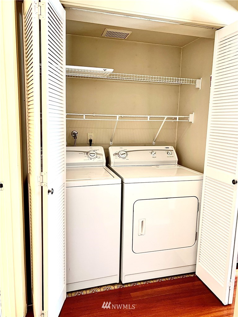 Sold Property   202 W Olympic Place #205 Seattle, WA 98119 21