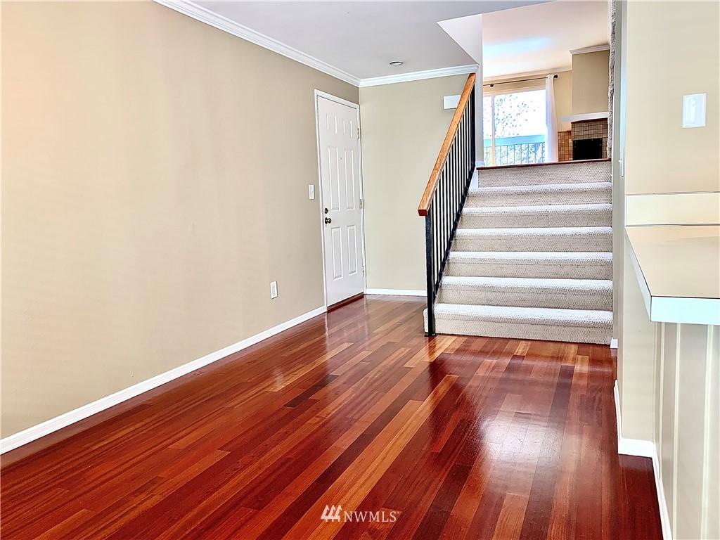 Sold Property   202 W Olympic Place #205 Seattle, WA 98119 33
