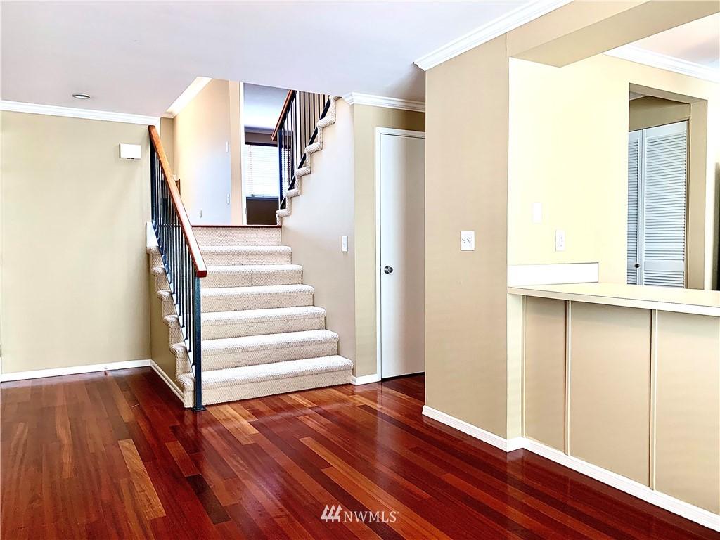 Sold Property   202 W Olympic Place #205 Seattle, WA 98119 35