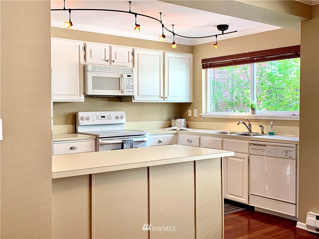 Sold Property   202 W Olympic Place #205 Seattle, WA 98119 3
