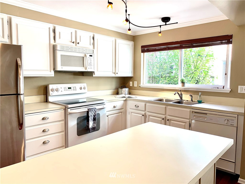 Sold Property   202 W Olympic Place #205 Seattle, WA 98119 4