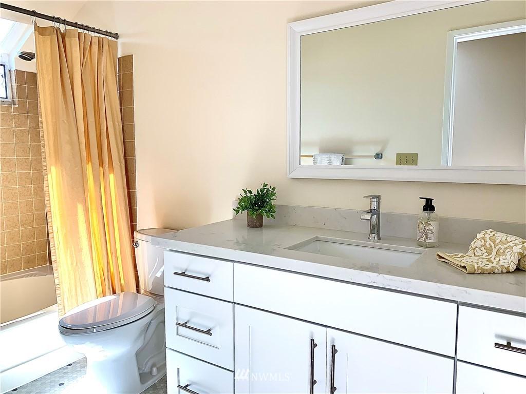 Sold Property   202 W Olympic Place #205 Seattle, WA 98119 15