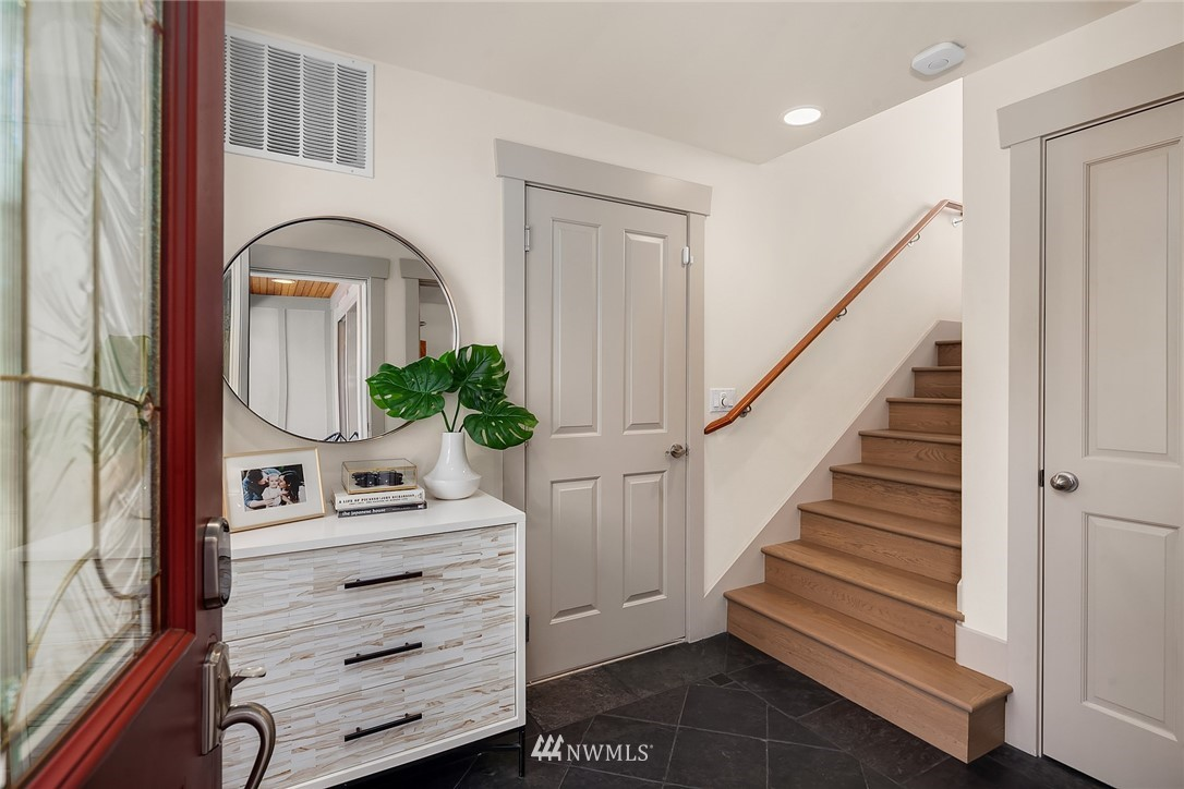 Sold Property | 4423 Phinney Avenue N #G Seattle, WA 98103 2