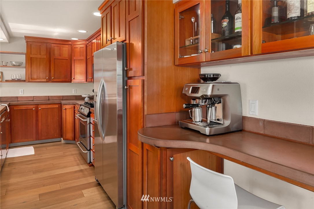 Sold Property | 4423 Phinney Avenue N #G Seattle, WA 98103 10