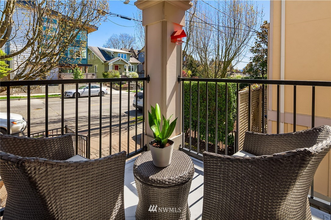 Sold Property | 4423 Phinney Avenue N #G Seattle, WA 98103 5