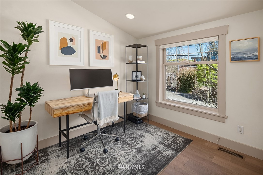 Sold Property | 4423 Phinney Avenue N #G Seattle, WA 98103 11