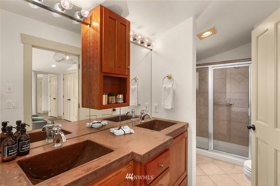 Sold Property | 4423 Phinney Avenue N #G Seattle, WA 98103 16