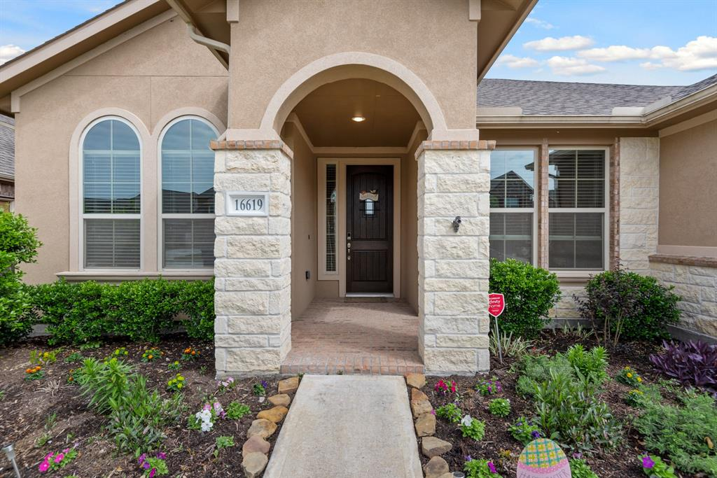 Active | 16619 Havasu Drive Cypress, Texas 77433 2