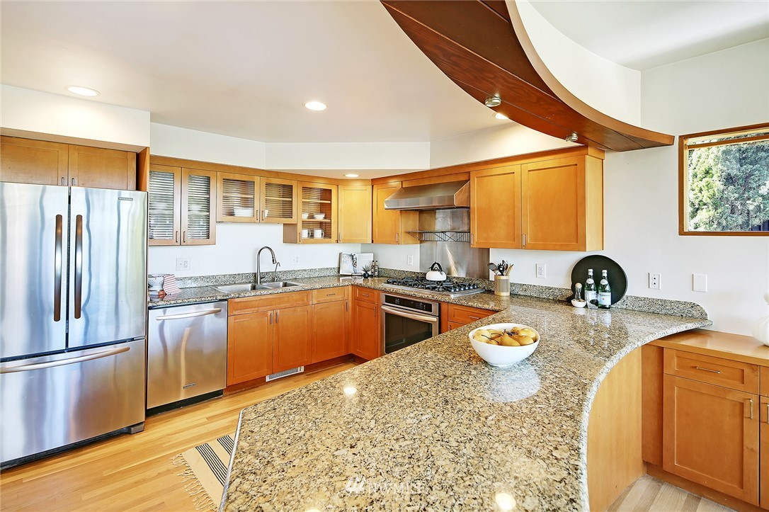 Active | 1736 NW Greenbrier Way Seattle, WA 98177 11