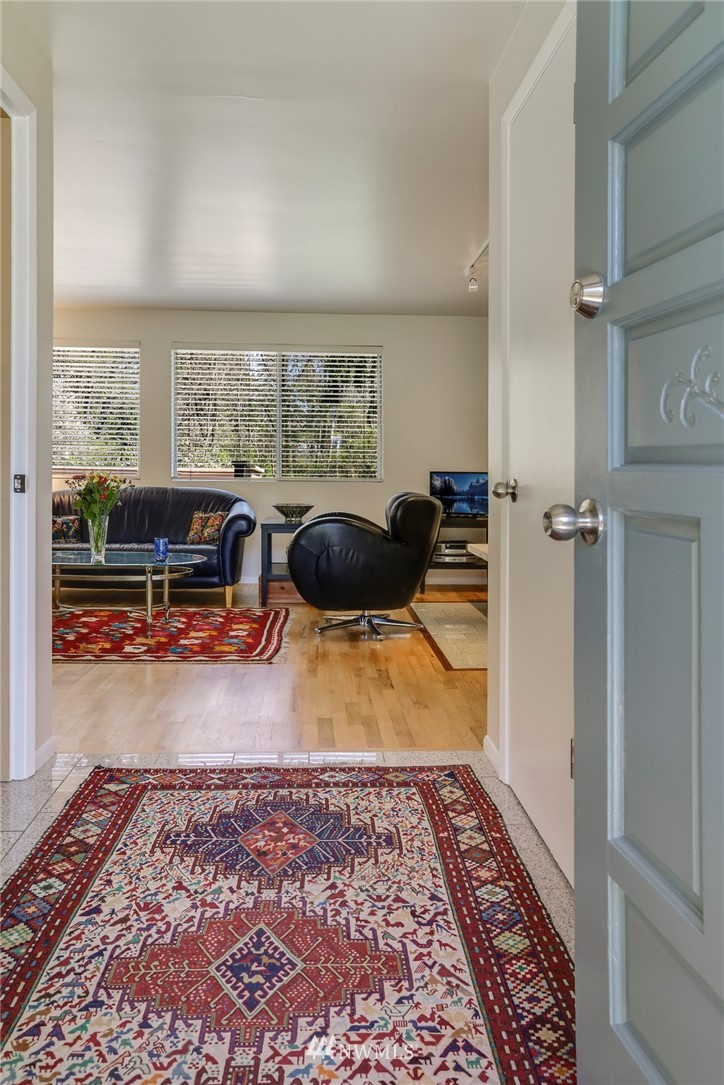 Sold Property   10826 10th Avenue SW Seattle, WA 98146 4