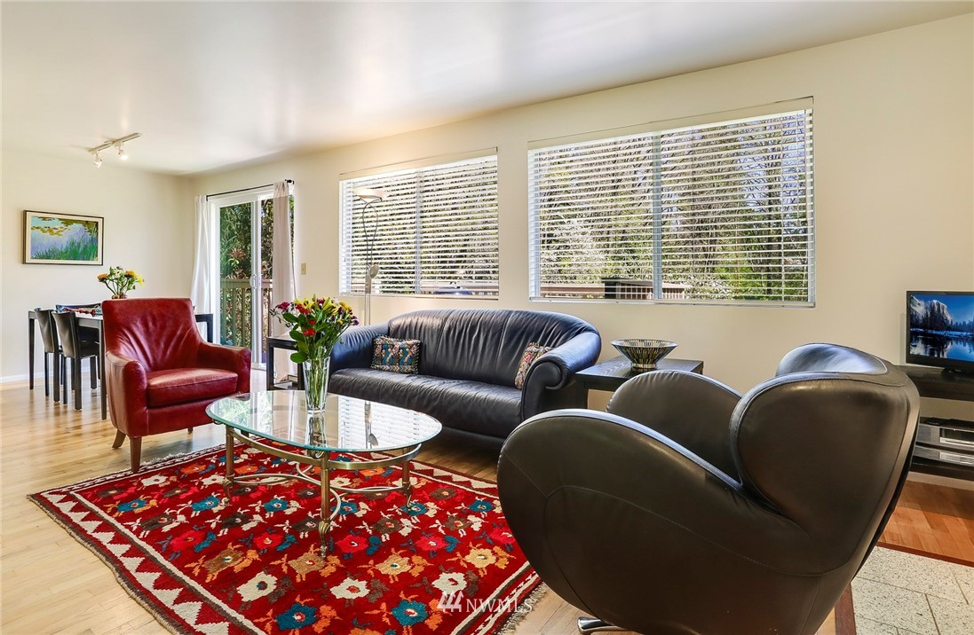 Sold Property   10826 10th Avenue SW Seattle, WA 98146 5
