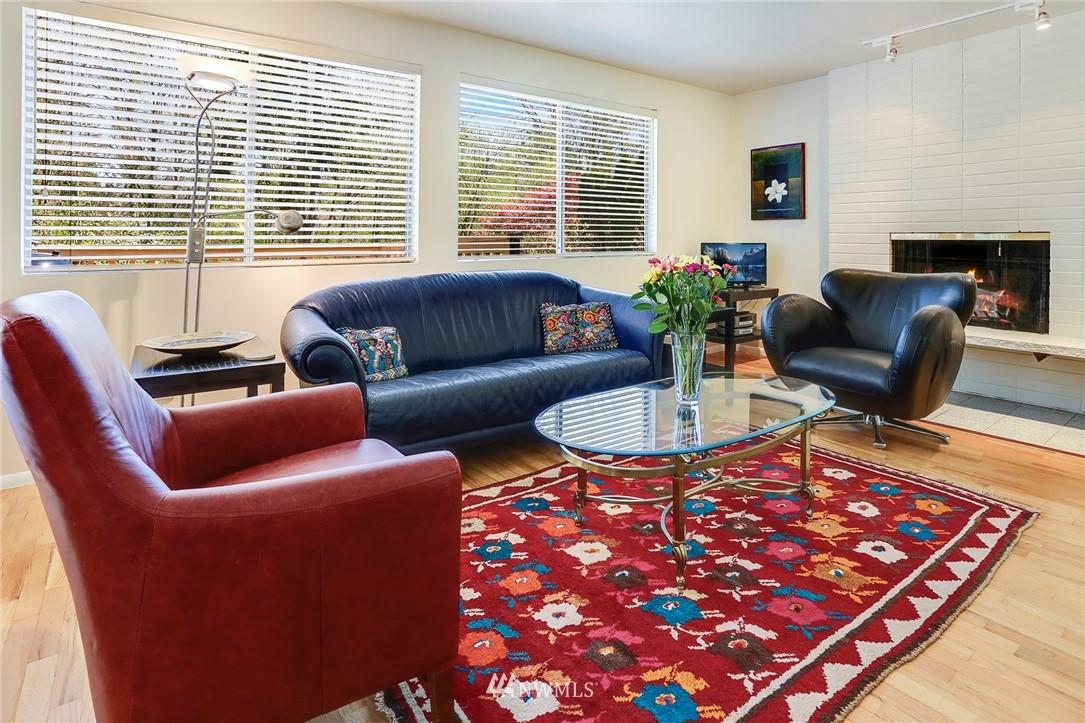 Sold Property   10826 10th Avenue SW Seattle, WA 98146 6