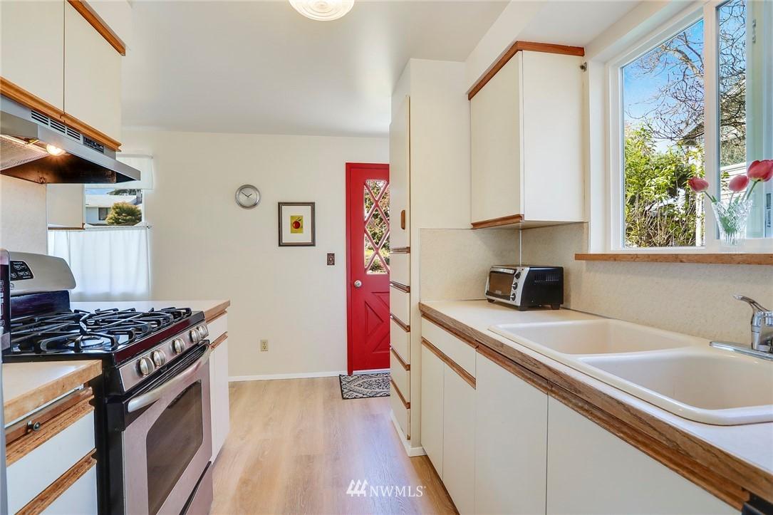 Sold Property   10826 10th Avenue SW Seattle, WA 98146 12