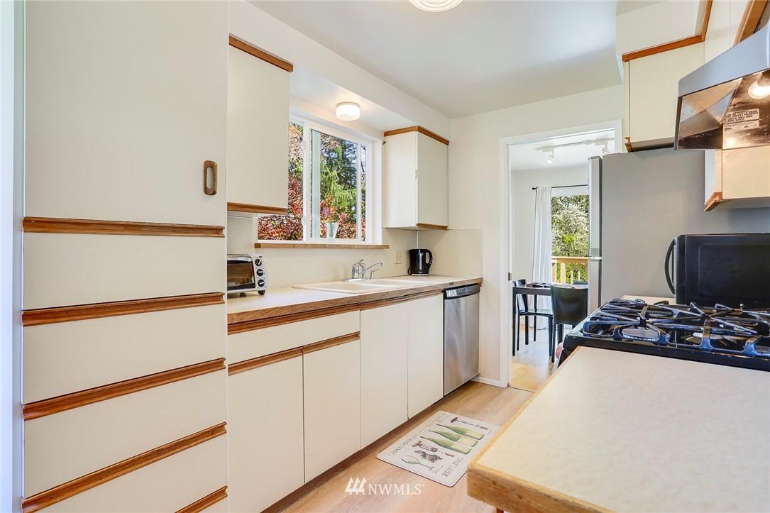 Sold Property   10826 10th Avenue SW Seattle, WA 98146 14