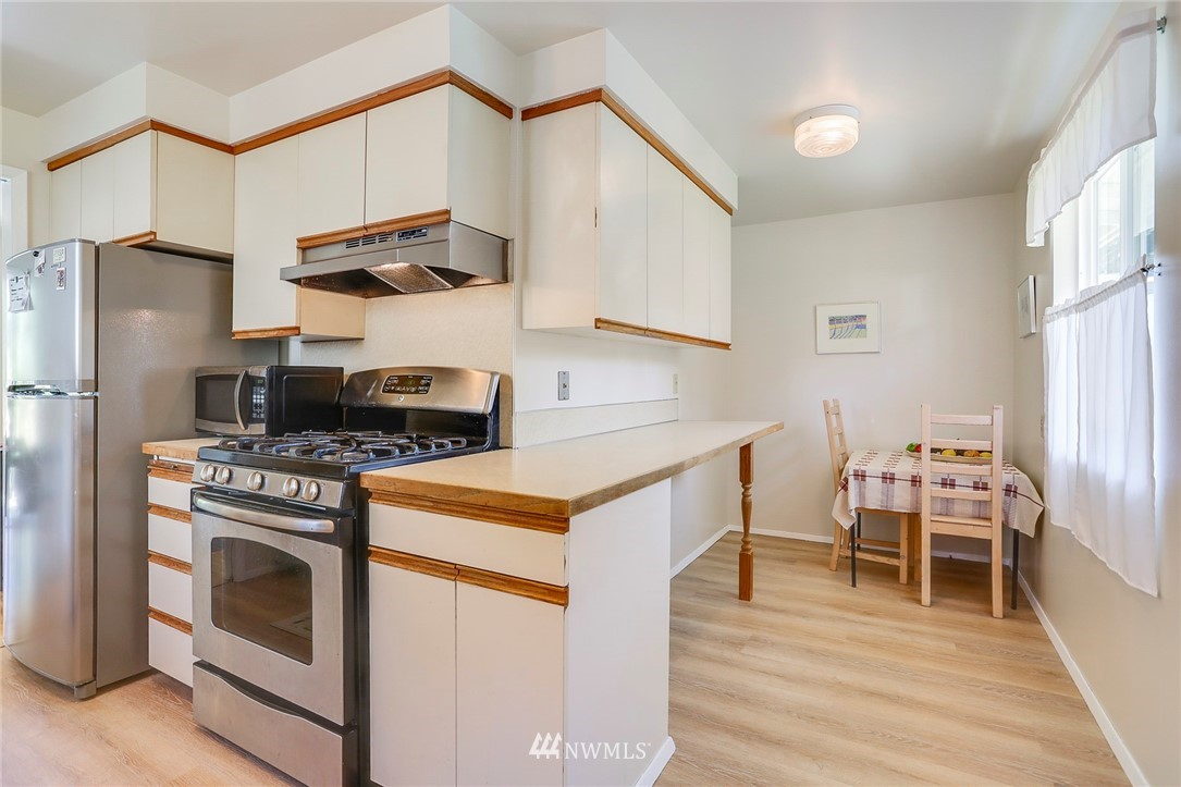 Sold Property   10826 10th Avenue SW Seattle, WA 98146 15