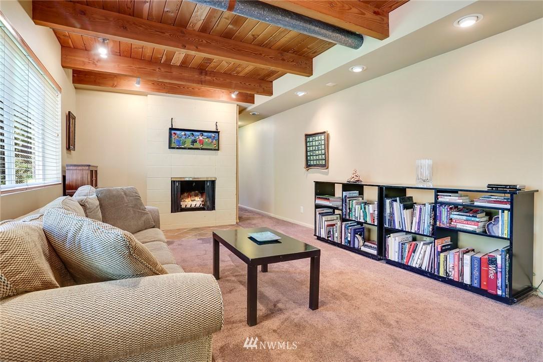 Sold Property   10826 10th Avenue SW Seattle, WA 98146 25