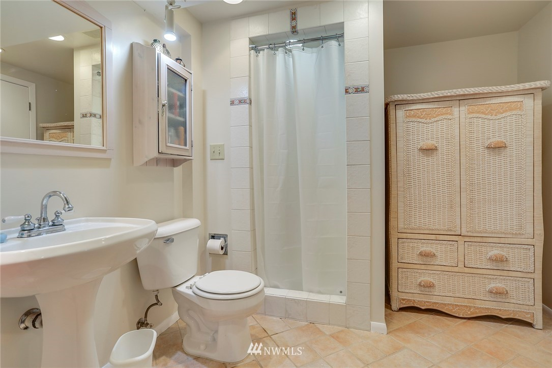 Sold Property   10826 10th Avenue SW Seattle, WA 98146 28