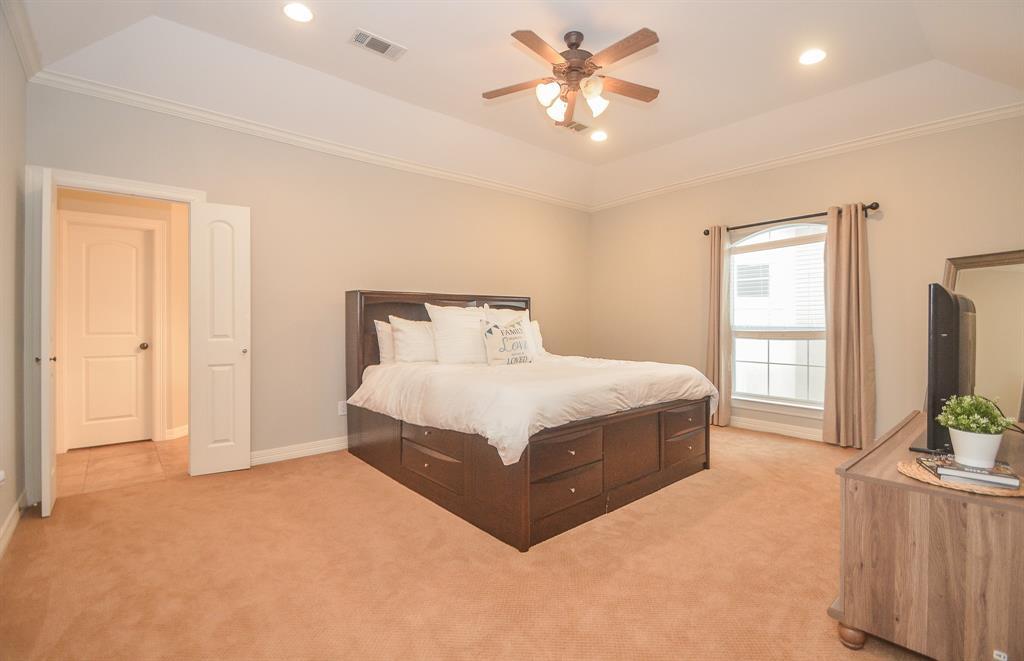 Option Pending | 5309 Egbert Street #C Houston, Texas 77007 24
