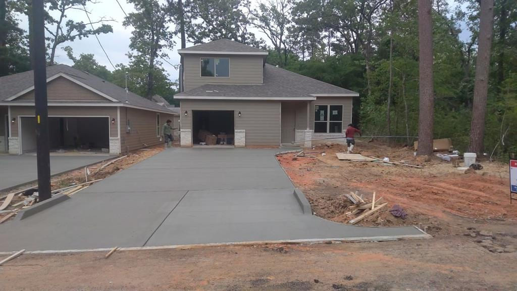 Active   711 Little River Drive Montgomery, Texas 77316 7
