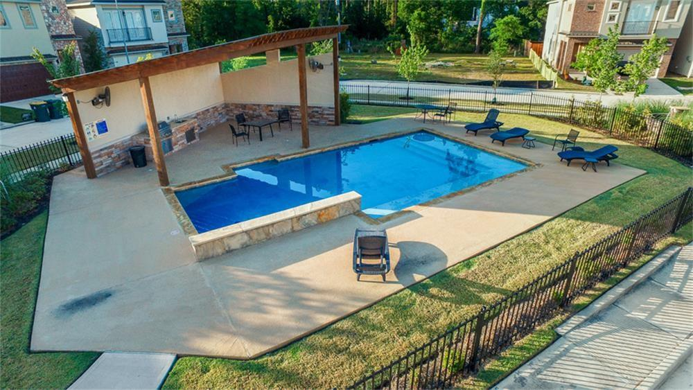 Active | 22 Jarvis Row Circle The Woodlands, Texas 77380 3