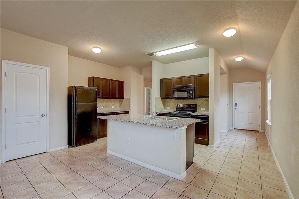 Pending | 610 Pinnacle Drive Georgetown, TX 78626 3