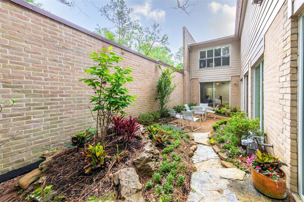 Option Pending | 12 Bayou Shadows Street Houston, Texas 77024 45