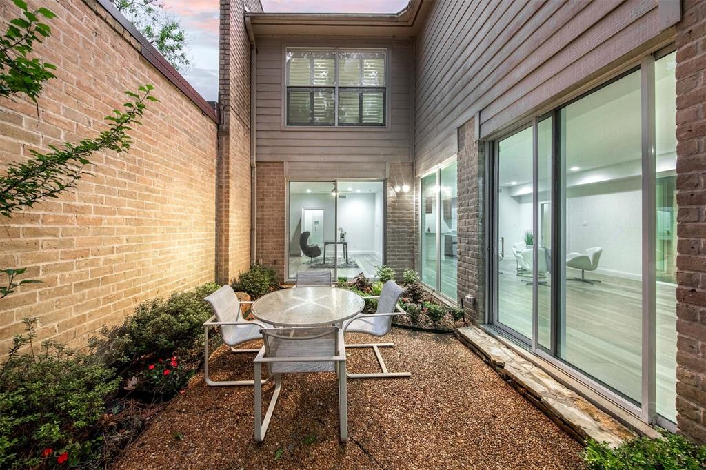Option Pending | 12 Bayou Shadows Street Houston, Texas 77024 4