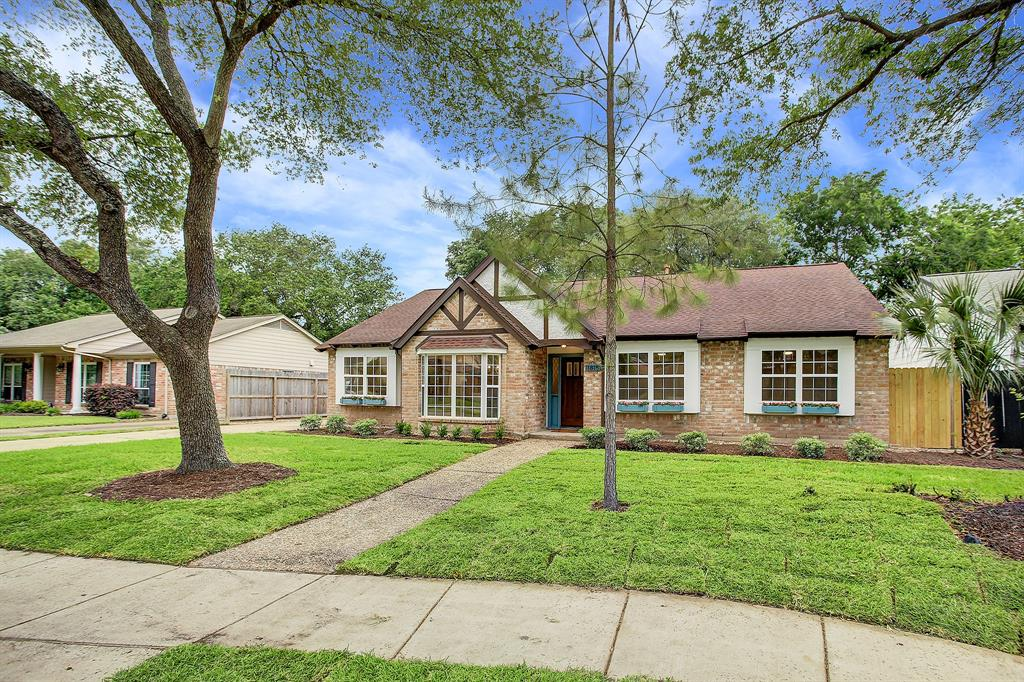 Pending Continue to Show | 11815 Westmere Drive Houston, Texas 77077 34