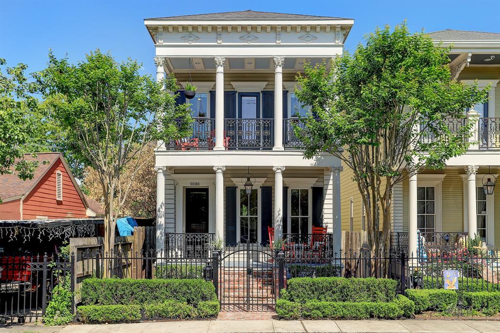 Pending   928 Waverly Street #B Houston, Texas 77008 0