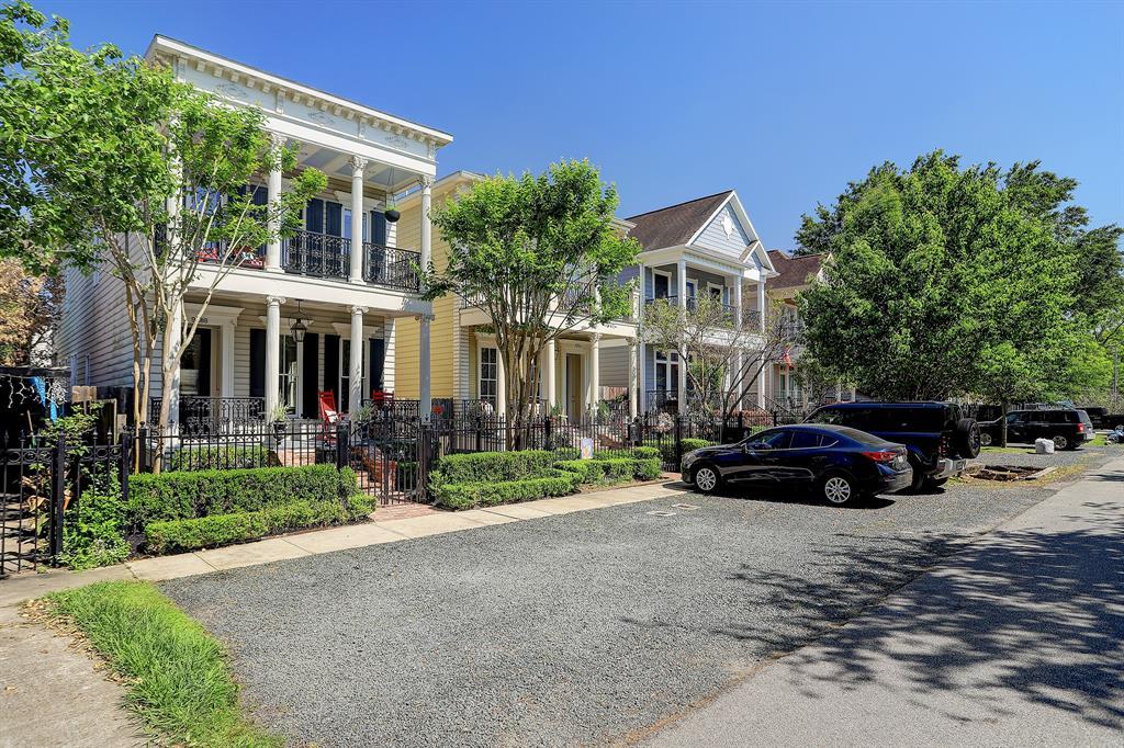 Pending   928 Waverly Street #B Houston, Texas 77008 1