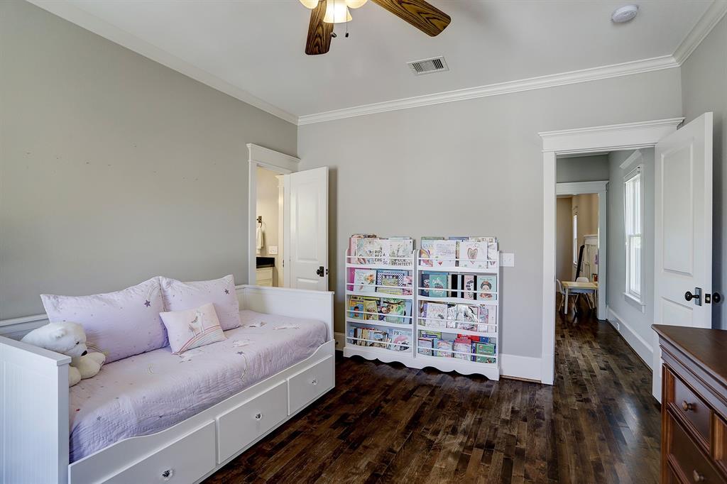 Pending   928 Waverly Street #B Houston, Texas 77008 23