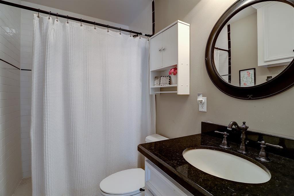 Pending   928 Waverly Street #B Houston, Texas 77008 40