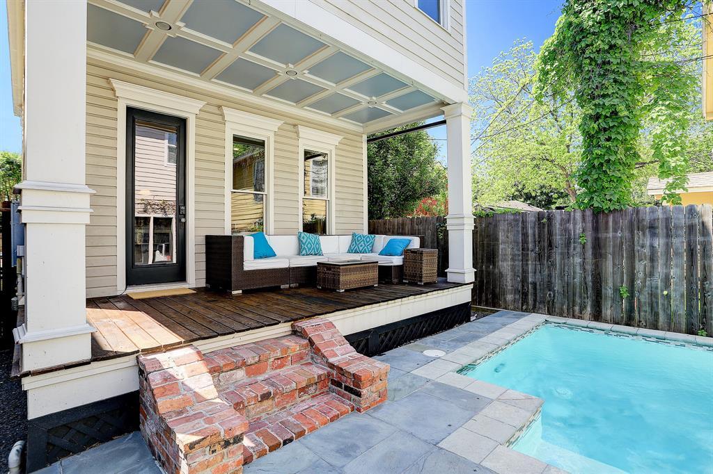 Pending   928 Waverly Street #B Houston, Texas 77008 42