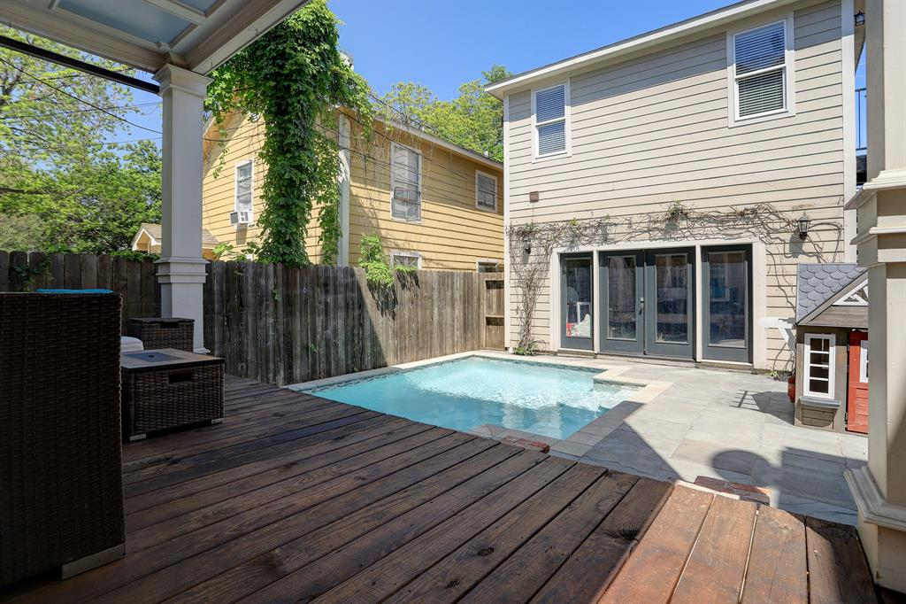 Pending   928 Waverly Street #B Houston, Texas 77008 45